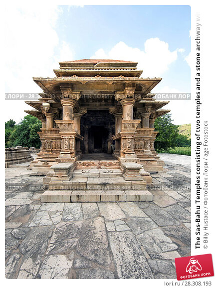 Купить «The Sas-Bahu Temples consisting of two temples and a stone archway with exquisite carvings depicting Hindu deities, near Udaipur, Rajasthan, India, Asia», фото № 28308193, снято 21 августа 2017 г. (c) age Fotostock / Фотобанк Лори