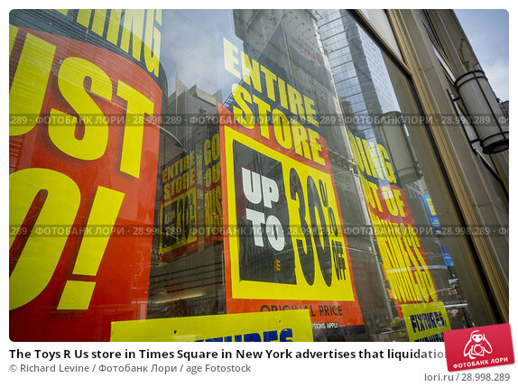 Купить «The Toys R Us store in Times Square in New York advertises that liquidation is ongoing and its closing discounts on Monday, May 14, 2018. Toys R Us is...», фото № 28998289, снято 14 мая 2018 г. (c) age Fotostock / Фотобанк Лори