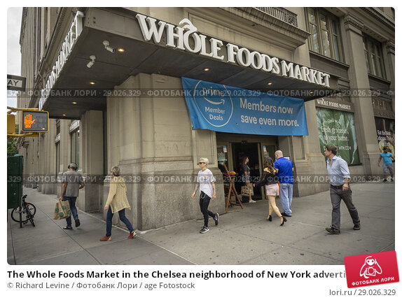 Купить «The Whole Foods Market in the Chelsea neighborhood of New York advertises Amazon's offer to Prime members of an extra 10% discount on select sale items...», фото № 29026329, снято 28 июня 2018 г. (c) age Fotostock / Фотобанк Лори