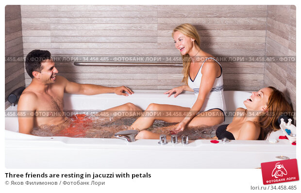 Three friends are resting in jacuzzi with petals. Стоковое фото, фотограф Яков Филимонов / Фотобанк Лори