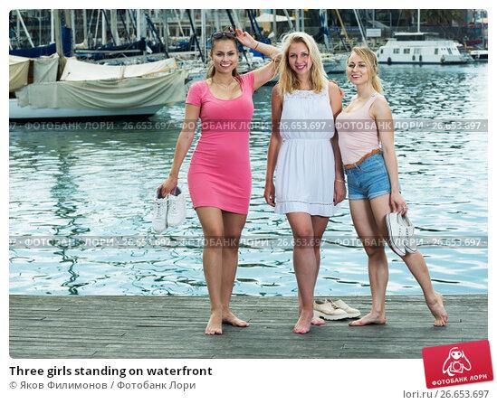 Купить «Three girls standing on waterfront», фото № 26653697, снято 26 апреля 2019 г. (c) Яков Филимонов / Фотобанк Лори