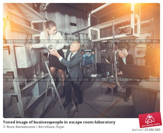 Купить «Toned image of businesspeople in escape room-laboratory», фото № 29980985, снято 29 января 2019 г. (c) Яков Филимонов / Фотобанк Лори