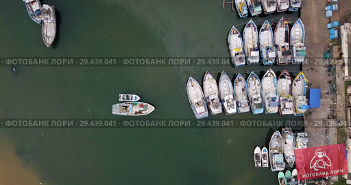 Купить «Top view at colorful boats on sea surface near concrete pier», видеоролик № 29439041, снято 8 ноября 2018 г. (c) Andriy Bezuglov / Фотобанк Лори