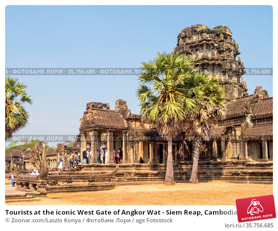 Tourists at the iconic West Gate of Angkor Wat - Siem Reap, Cambodia. Стоковое фото, фотограф Zoonar.com/Laszlo Konya / age Fotostock / Фотобанк Лори