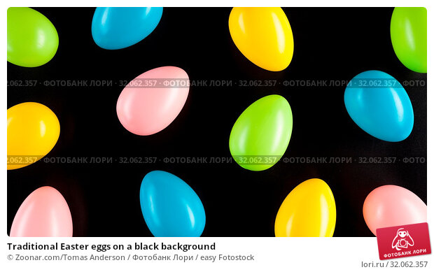 Traditional Easter eggs on a black background. Стоковое фото, фотограф Zoonar.com/Tomas Anderson / easy Fotostock / Фотобанк Лори