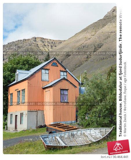 Traditional house. Bildudalur at fjord Sudurfjirdir. The remote Westfjords (Vestfirdir) in north west Iceland. Europe, Scandinavia, Iceland. Стоковое фото, фотограф Martin Zwick / age Fotostock / Фотобанк Лори