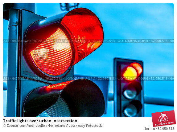 Traffic lights over urban intersection. Стоковое фото, фотограф Zoonar.com/monticello / easy Fotostock / Фотобанк Лори