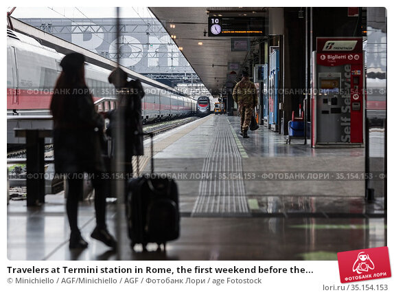 Travelers at Termini station in Rome, the first weekend before the... Редакционное фото, фотограф Minichiello / AGF/Minichiello / AGF / age Fotostock / Фотобанк Лори