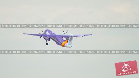 Купить «Turboprop airplane departure», видеоролик № 30762029, снято 22 июля 2017 г. (c) Игорь Жоров / Фотобанк Лори