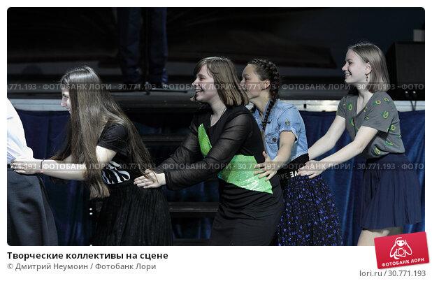 Купить «Творческие коллективы на сцене», эксклюзивное фото № 30771193, снято 16 мая 2019 г. (c) Дмитрий Неумоин / Фотобанк Лори
