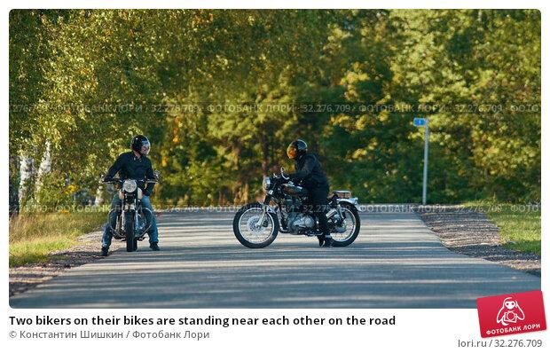 Купить «Two bikers on their bikes are standing near each other on the road», фото № 32276709, снято 20 октября 2019 г. (c) Константин Шишкин / Фотобанк Лори