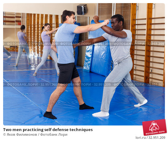 Two men practicing self defense techniques. Стоковое фото, фотограф Яков Филимонов / Фотобанк Лори