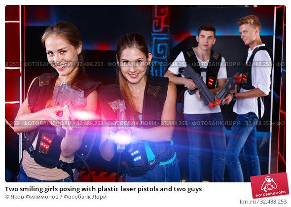 Купить «Two smiling girls posing with plastic laser pistols and two guys», фото № 32488253, снято 27 августа 2018 г. (c) Яков Филимонов / Фотобанк Лори