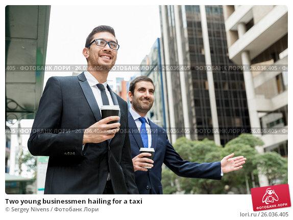 Two young businessmen hailing for a taxi, фото № 26036405, снято 4 апреля 2015 г. (c) Sergey Nivens / Фотобанк Лори