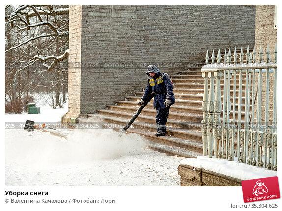 Уборка снега. Редакционное фото, фотограф Валентина Качалова / Фотобанк Лори