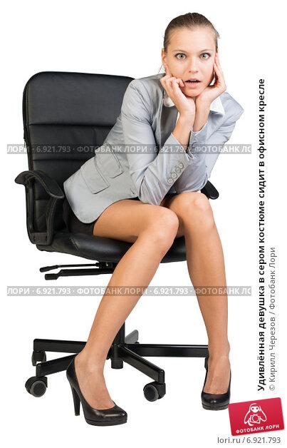 Девушка на офисном кресле фото 280-65