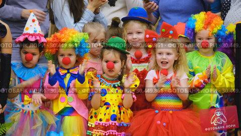 Купить «Unidentified children 4-5 years old in clown costumes at a party», видеоролик № 30449861, снято 14 марта 2019 г. (c) Антон Гвоздиков / Фотобанк Лори