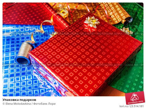 Купить «Упаковка подарков», фото № 23514181, снято 26 декабря 2015 г. (c) Elena Molodavkina / Фотобанк Лори
