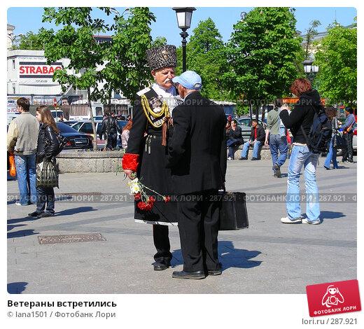 Купить «Ветераны встретились», эксклюзивное фото № 287921, снято 8 мая 2008 г. (c) lana1501 / Фотобанк Лори