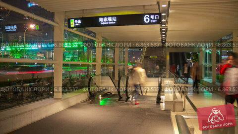 Купить «Вход в метро, Шанхай, таймлапс», видеоролик № 6863537, снято 23 июня 2014 г. (c) Кирилл Трифонов / Фотобанк Лори