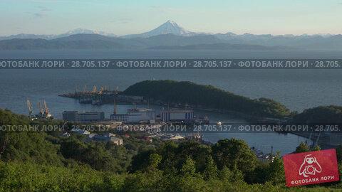 Вид сверху на порт города Петропавловска-Камчатского (2018 год). Стоковое видео, видеограф А. А. Пирагис / Фотобанк Лори