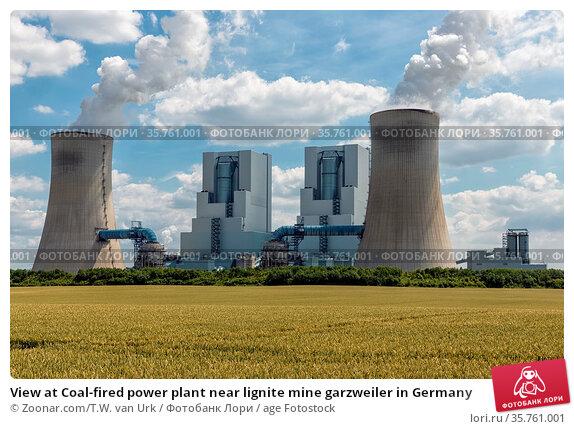 View at Coal-fired power plant near lignite mine garzweiler in Germany. Стоковое фото, фотограф Zoonar.com/T.W. van Urk / age Fotostock / Фотобанк Лори