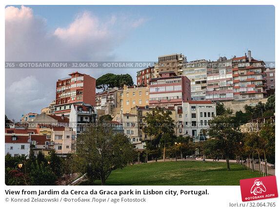 View from Jardim da Cerca da Graca park in Lisbon city, Portugal. Стоковое фото, фотограф Konrad Zelazowski / age Fotostock / Фотобанк Лори