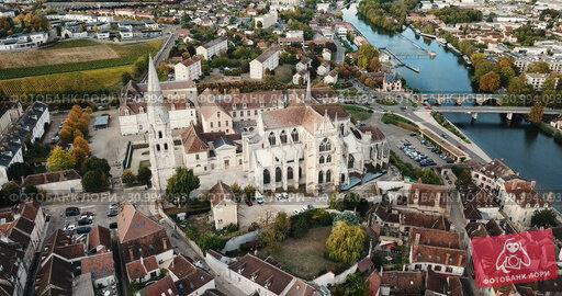 Купить «View of Auxerre cityscape with Saint-Germain Abbey on river Yonne on cloudy autumn day, Burgundy, France», видеоролик № 30994093, снято 25 октября 2018 г. (c) Яков Филимонов / Фотобанк Лори