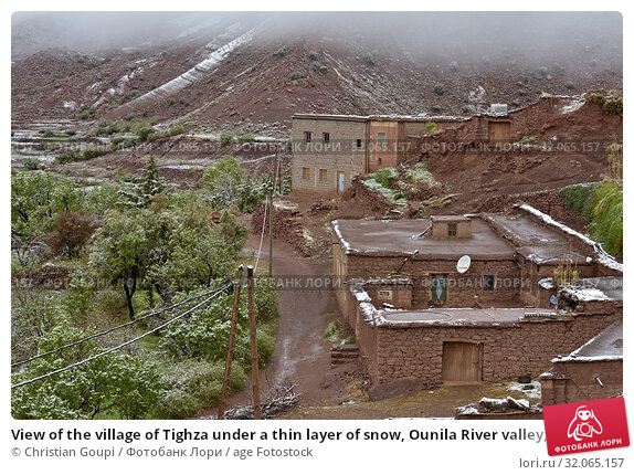 View of the village of Tighza under a thin layer of snow, Ounila River valley, Ouarzazate Province, region of Draa-Tafilalet, Morocco, North West Africa. Стоковое фото, фотограф Christian Goupi / age Fotostock / Фотобанк Лори