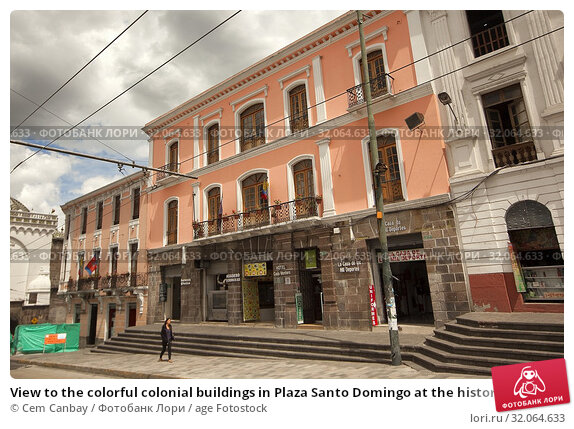 View to the colorful colonial buildings in Plaza Santo Domingo at the historic center, Quito, Ecuador, South America. Стоковое фото, фотограф Cem Canbay / age Fotostock / Фотобанк Лори