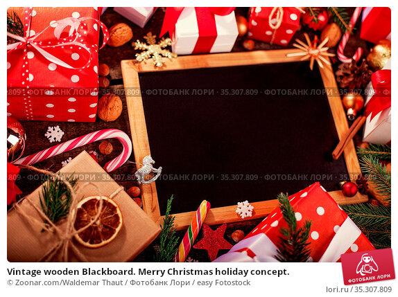 Vintage wooden Blackboard. Merry Christmas holiday concept. Стоковое фото, фотограф Zoonar.com/Waldemar Thaut / easy Fotostock / Фотобанк Лори