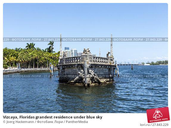 Купить «Vizcaya, Floridas grandest residence under blue sky», фото № 27843229, снято 18 октября 2018 г. (c) PantherMedia / Фотобанк Лори