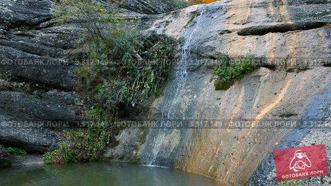 Купить «Водопад в осеннем лесу», видеоролик № 3317149, снято 12 апреля 2011 г. (c) Андрей Прохоров / Фотобанк Лори