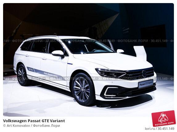 Volkswagen Passat GTE Variant (2019 год). Редакционное фото, фотограф Art Konovalov / Фотобанк Лори