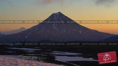 Купить «Вулкан на восходе солнца», видеоролик № 29090781, снято 16 сентября 2018 г. (c) А. А. Пирагис / Фотобанк Лори