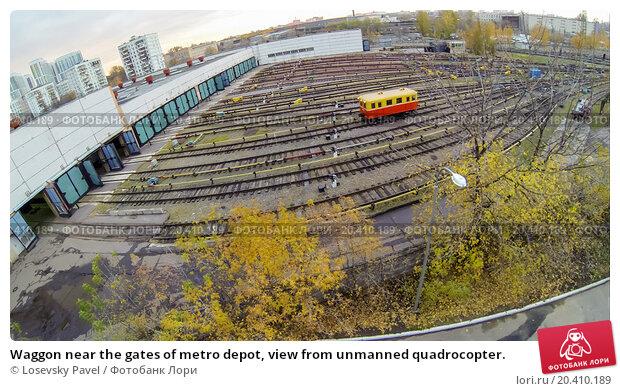 Купить «Waggon near the gates of metro depot, view from unmanned quadrocopter.», фото № 20410189, снято 17 октября 2013 г. (c) Losevsky Pavel / Фотобанк Лори