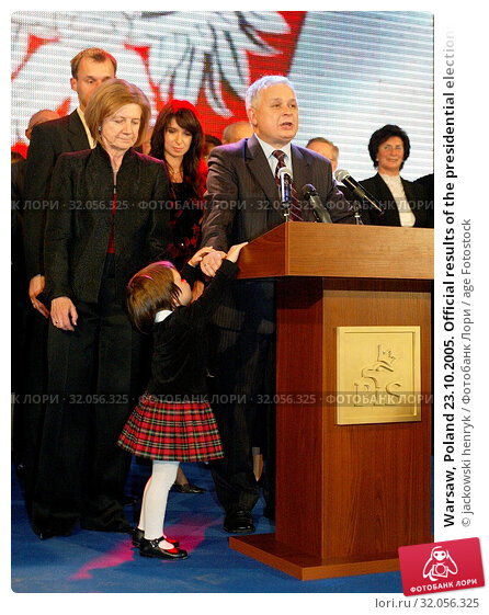 Warsaw, Poland 23.10.2005. Official results of the presidential elections in Poland. Pictured: President Lech Kaczynski with his family. Редакционное фото, фотограф jackowski henryk / age Fotostock / Фотобанк Лори