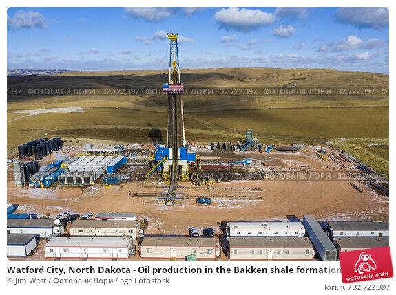 Watford City, North Dakota - Oil production in the Bakken shale formation. Стоковое фото, фотограф Jim West / age Fotostock / Фотобанк Лори