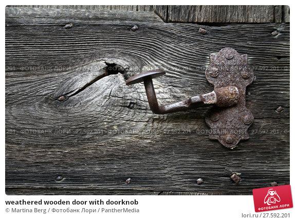 Купить «weathered wooden door with doorknob», фото № 27592201, снято 19 апреля 2019 г. (c) PantherMedia / Фотобанк Лори