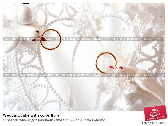 Wedding cake with color flore. Стоковое фото, фотограф Zoonar.com/Sergejs Rahunoks / easy Fotostock / Фотобанк Лори