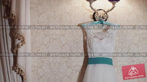 Wedding dress with turquoise belt, видеоролик № 25794957, снято 2 марта 2016 г. (c) Алексей Макаров / Фотобанк Лори