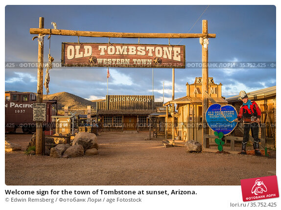 Welcome sign for the town of Tombstone at sunset, Arizona. Стоковое фото, фотограф Edwin Remsberg / age Fotostock / Фотобанк Лори