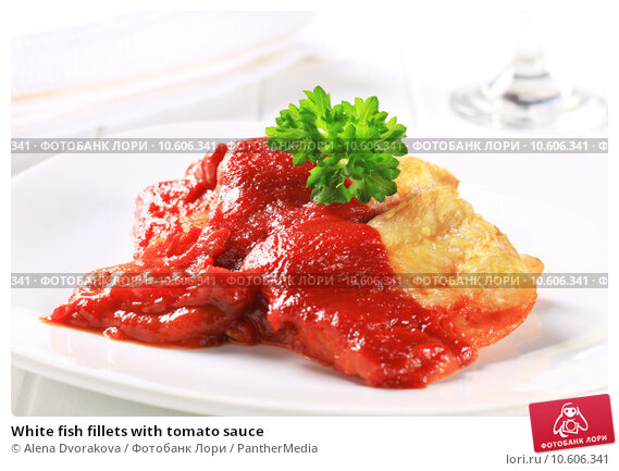 White fish fillets with tomato sauce. Стоковое фото, фотограф Alena Dvorakova / PantherMedia / Фотобанк Лори