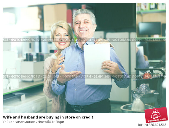 Купить «Wife and husband are buying in store on credit», фото № 26691565, снято 19 января 2019 г. (c) Яков Филимонов / Фотобанк Лори