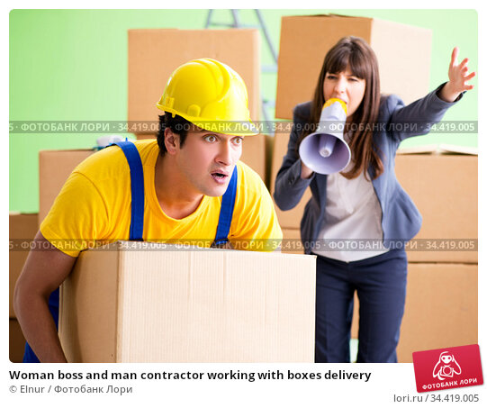 Woman boss and man contractor working with boxes delivery. Стоковое фото, фотограф Elnur / Фотобанк Лори