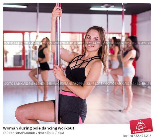 Купить «Woman during pole dancing workout», фото № 32474213, снято 5 апреля 2018 г. (c) Яков Филимонов / Фотобанк Лори