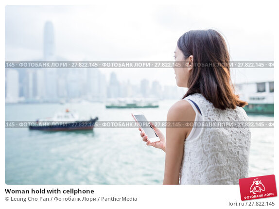 Купить «Woman hold with cellphone», фото № 27822145, снято 21 октября 2018 г. (c) PantherMedia / Фотобанк Лори