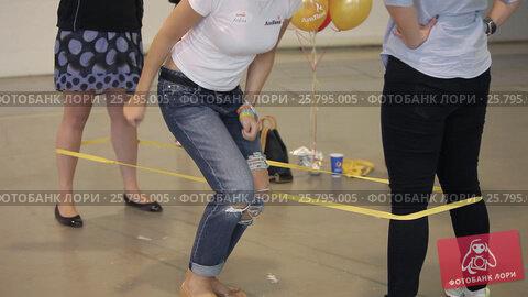 Woman jumping game, видеоролик № 25795005, снято 10 марта 2016 г. (c) Алексей Макаров / Фотобанк Лори