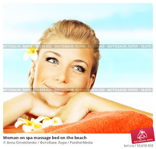Woman on spa massage bed on the beach. Стоковое фото, фотограф Anna Omelchenko / PantherMedia / Фотобанк Лори