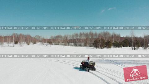 Купить «Woman rides a quad on a winter track», видеоролик № 30925281, снято 25 июня 2019 г. (c) Константин Шишкин / Фотобанк Лори
